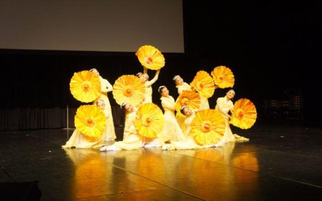 【舞蹈】具有古典意味的女子群舞《清风中》(台湾大观舞集)
