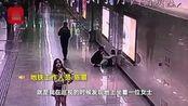 女子连续加班1个月地铁崩溃大哭:不敢在家哭 怕吓到女儿