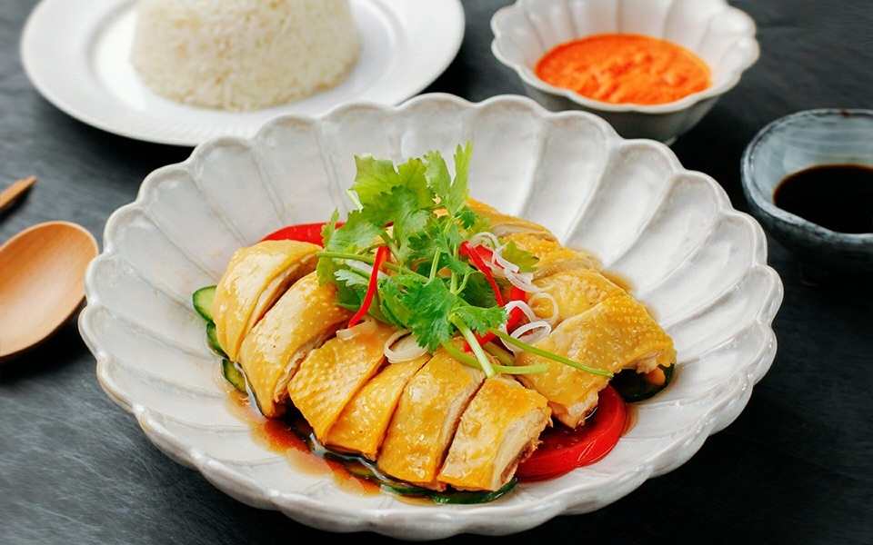 说好的吃鸡不吃皮,我又破戒了!只因这次的【海南鸡饭】太美味,米饭也消灭得一粒不剩