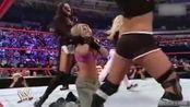一片混战!WWE女子团体战   这出手也太狠了吧!