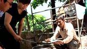 明星片场吃盒饭的场景,天王刘德华和Angelababy差别太大!
