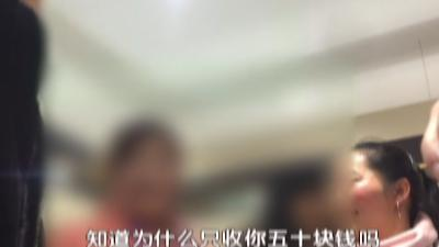 北京一男子自称曾经混过黑社会有澳门背景,在场围观群众吃惊