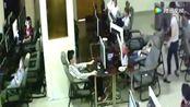 小伙在网吧玩通宵,倒在椅子上,视频记录生前最后8秒