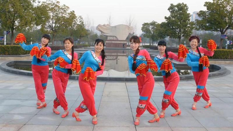 动动广场舞《红红大中国》手绢喜庆新年舞原创含教学
