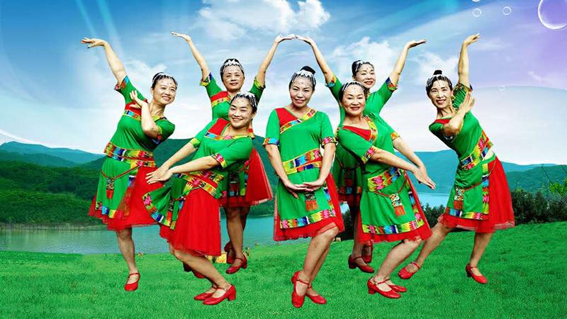 王梅广场舞《我家在苗寨》编舞王梅