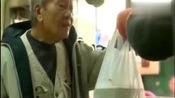 香港生活:香港大叔明哥坚持10年做24块廉价快餐, 只为穷人服务