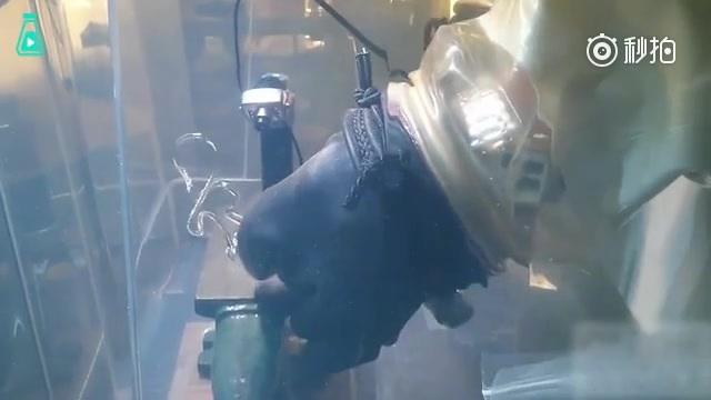 """玻璃易碎人尽皆知。然而玻璃有一种神奇状态叫""""鲁珀特之泪"""""""