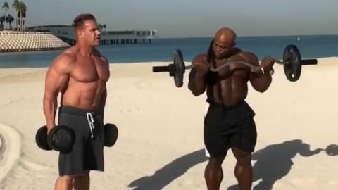 凯格林和杰卡特在迪拜沙滩拍摄广告