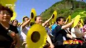 王宏伟在央视心连心艺术团走进河北隆化现场演唱《故土情》