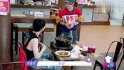 朱星杰享受午餐,尤长靖辛苦工作,网友:这待遇一目了然!