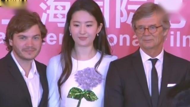 上影节《烽火芳菲》见面会 刘亦菲称对得奖没有野心