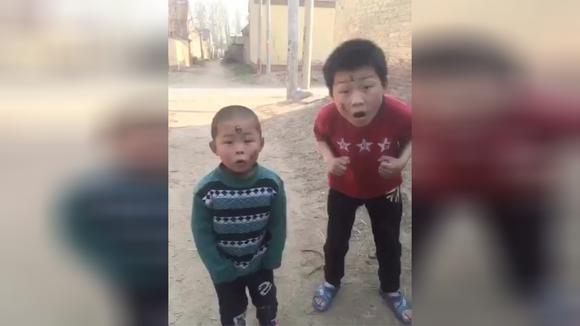 爆笑农村视频:看一次笑三天,不笑你打我!