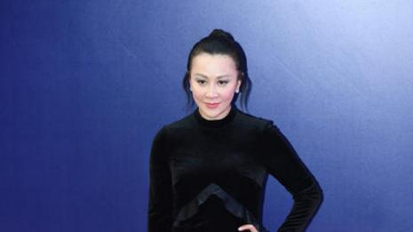 刘嘉玲出席活动 发型真是别具一格