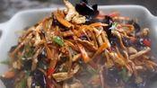 苗大姐炒鱼香肉丝整整一炒一大盘,两碗米饭瞬间下肚