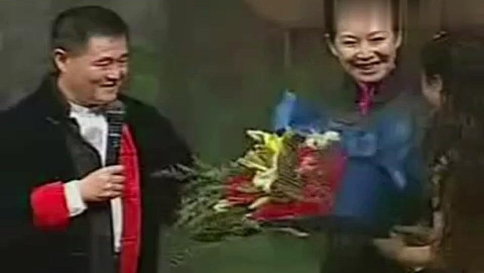 赵本山跟媳妇合演《智斗》,范伟小宝串场,张罗换媳妇笑翻全场!