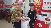 客户刮过价值几万块钱刮刮乐,一大桶22斤,彩票店老板能卖多少钱