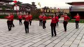 简单的广场舞在配上这种音乐就显得高尚了,还是大妈跳的比较好!