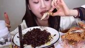 济南小郭姐姐:天冷了!炸酱面和炸鸡补充能量,绝美搭配!