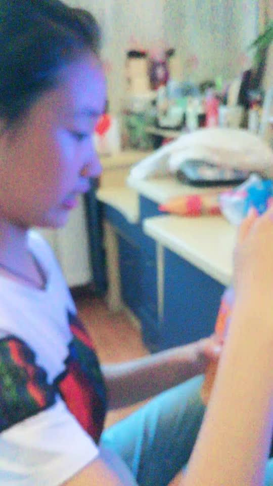 @chen su yan 我睡觉前喝了一口饮料,起床后发现饮料瓶空了,十分害怕,就用手机录像,看录像时发现..