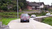 广西一小伙接亲,婚车刚走过一户人家门前,一首《花桥流水》太好听了!