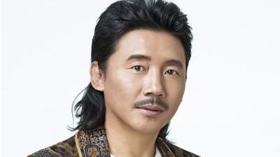 容中尔甲是藏族歌手的骄傲,深情的歌声唱遍神州
