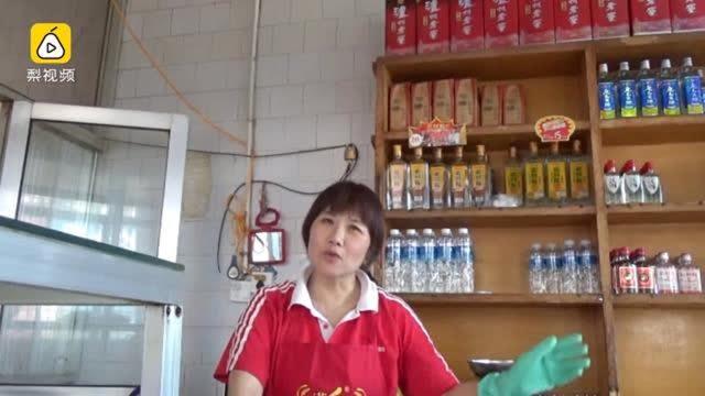 """河南郑州有个""""杀人烩面"""",它的店名并不叫""""杀人烩面"""",只是因为以前这家店里出过命案。出名后,加上这家店味道很好,慕名而来的人越来越多。"""