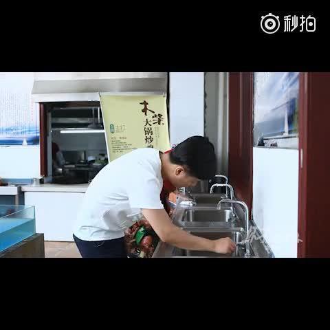 你见过这样的声控水龙头吗?http://www.youku.com/show_page/id_zfcb529d8400b11e5a080.html