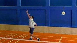 羽毛球教你如何正手头顶球