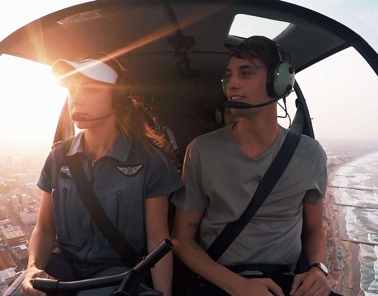 乘坐直升机飞越我的家乡