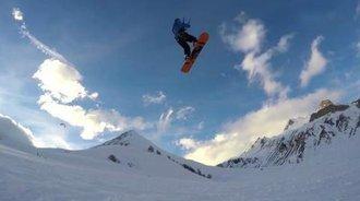 雪域高原上演风筝滑雪,厉害得随时上天