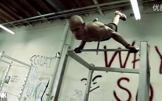 """健身牛男""""弗兰克·梅德拉诺""""超强力量训练"""
