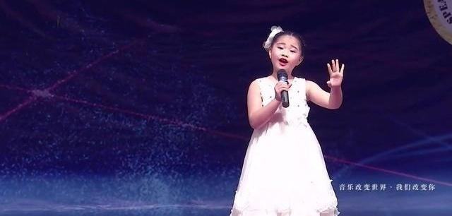 小歌手阮敏乔演唱《梨花又开放》唱的好有感觉!