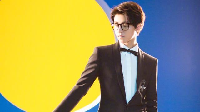 家有少年初长成 18岁王俊凯酷萌风格无缝切换