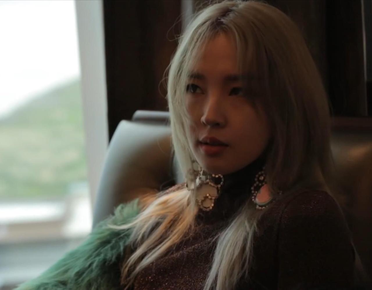 全智允(Jeon Ji Yoon)在菲律宾拍画报的未公开影像part1