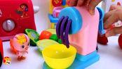 小猪佩奇开着小汽车拉来很多蔬菜,萌鸡小队面条机玩具做紫薯面条