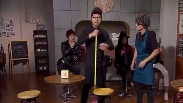 """""""新歌声导师""""串场百乐门 强行问梦想逼急服务员"""