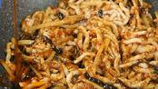 暖暖的味道:在炒鱼香肉丝之前,将酱汁调好备用