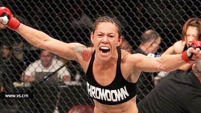 女子格斗史上最强王者!机械兽贾斯蒂诺残暴KO对手赢得大战