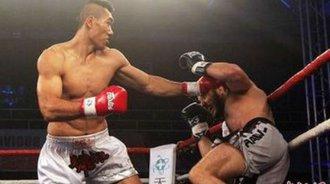 中国2米06的拳王泰山KO对手,解说激动的直呼泰山压顶