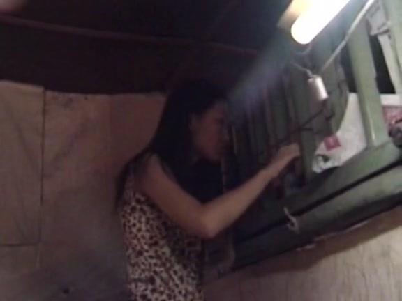 农村黄花姑娘听到隔壁有奇怪声音爬窗看 发现艾滋病女人惊天秘密