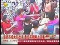 顾客退货与商家起冲突 两伙人超市内群殴-5月1日 标清