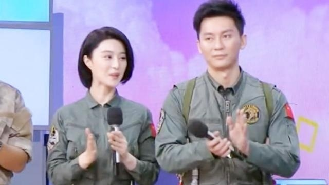 """范冰冰与李晨穿""""军装""""亮相,太帅气,郎才女貌啊"""