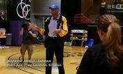"""""""天勾""""贾巴尔指导WNBA选秀女状元布兰妮·格里纳【牛男运动】"""