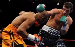 【拳击】如何闪避对方的出拳(以乔·卡尔扎合VS罗伊·琼斯比赛为例)