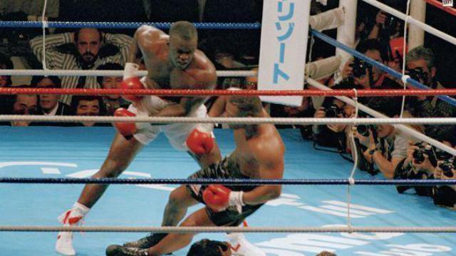 27年前的今天,泰森被道格拉斯残暴KO,终结泰森不败神话