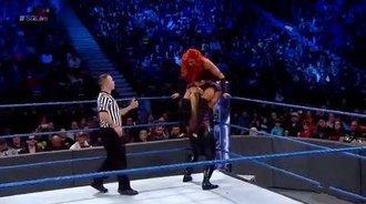 WWE SmackDown最新赛事:贝基·林奇vs娜塔莉娅